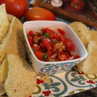 Easy Fresh Salsa / Pico De Gallo
